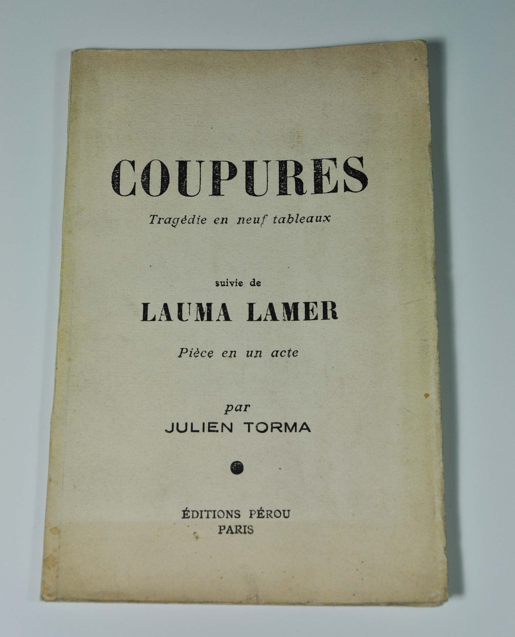 TORMA Julien Coupures, tragédie en neuf tableaux, suivie de Lauma Lamer Editions Pérou, Paris, 1926. In-12 broché, 48 p. Edition originale. L